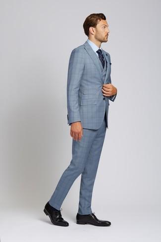 Comment porter une pochette de costume bleu marine: Pense à marier un complet écossais bleu clair avec une pochette de costume bleu marine pour affronter sans effort les défis que la journée te réserve. Une paire de des chaussures derby en cuir noires est une façon simple d'améliorer ton look.