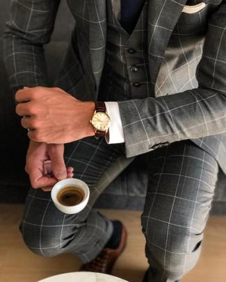 Comment porter des chaussures richelieu en cuir marron: Opte pour un complet à carreaux gris foncé avec une chemise de ville blanche pour dégager classe et sophistication. Une paire de des chaussures richelieu en cuir marron est une option avisé pour complèter cette tenue.