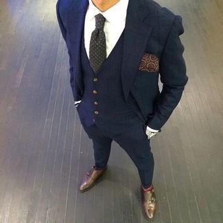 Comment porter: complet à carreaux bleu marine, chemise de ville blanche, double monks en cuir marron foncé, cravate á pois gris foncé