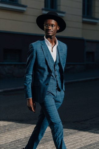 Comment porter: complet écossais bleu canard, chemise à manches longues blanche, chapeau en laine noir