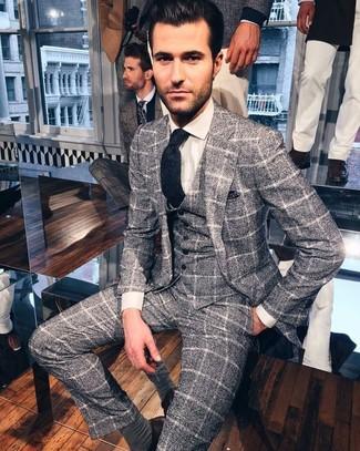Comment porter: complet en laine à carreaux gris, chemise de ville blanche, cravate en laine bleu marine, pochette de costume á pois bleu marine