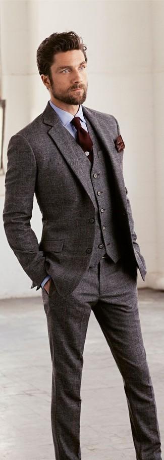 Comment porter: complet en laine gris, chemise de ville bleu clair, cravate marron foncé, pochette de costume imprimée marron foncé