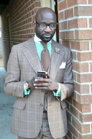 Comment porter: complet écossais gris, chemise de ville à rayures verticales vert menthe, cravate á pois marron, pochette de costume en soie blanche