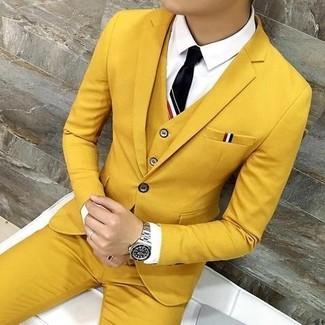 Comment porter: complet moutarde, chemise de ville blanche, cravate noire, montre argentée