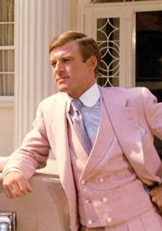 Comment porter: complet rose, chemise de ville bleu clair, cravate violet clair