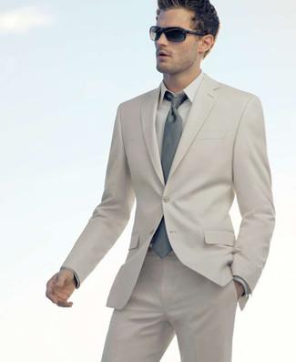 Comment porter: costume beige, chemise de ville beige, cravate grise