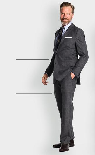 Comment porter: costume écossais gris foncé, blazer à rayures verticales bleu marine, chemise de ville bleu clair, chaussures richelieu en cuir marron foncé