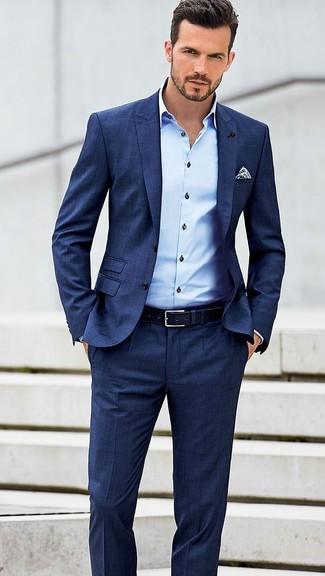 Tenue  Costume bleu, Chemise de ville bleu clair, Pochette de costume á  pois blanc et bleu marine, Ceinture en cuir bleu marine   Mode hommes    Lookastic ... ca2b84e7d3e