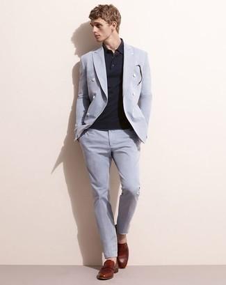 Comment porter des slippers en cuir bordeaux: Essaie d'associer un costume bleu clair avec un polo bleu marine pour aller au bureau. Habille ta tenue avec une paire de des slippers en cuir bordeaux.