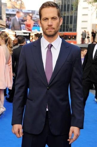Costume bleu marine chemise de ville blanche cravate violette large 633