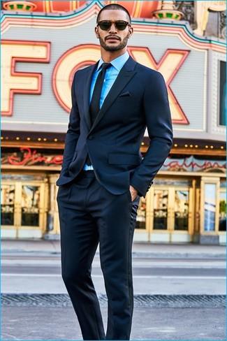 Tenue  Costume bleu marine, Chemise de ville turquoise, Cravate noire,  Pochette de costume noire   Mode hommes   Lookastic France d7400238ad6