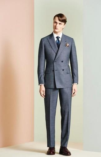Comment porter: costume gris, chemise de ville blanche, chaussures brogues en cuir marron foncé, cravate imprimée bleu marine