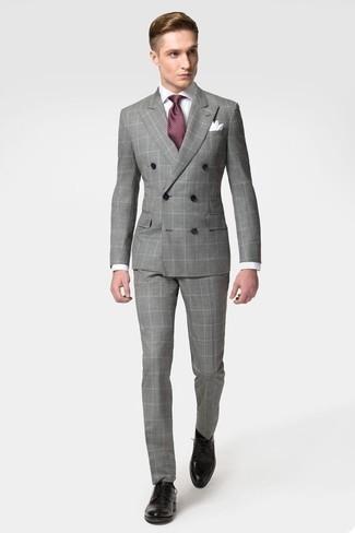 Comment porter un costume à carreaux gris: Essaie d'harmoniser un costume à carreaux gris avec une chemise de ville blanche pour une silhouette classique et raffinée. Une paire de des chaussures derby en cuir noires est une option parfait pour complèter cette tenue.