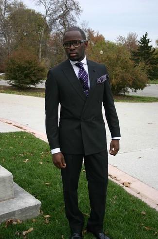 Comment porter une chemise de ville à rayures verticales blanche: Choisis une chemise de ville à rayures verticales blanche et un costume noir pour dégager classe et sophistication. Termine ce look avec une paire de des chaussures derby en cuir noires.