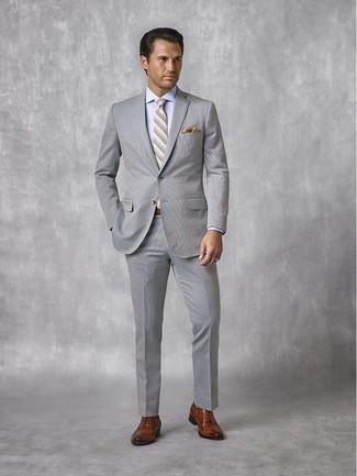 Comment porter une ceinture en cuir marron: Harmonise un costume en seersucker gris avec une ceinture en cuir marron pour obtenir un look relax mais stylé. Une paire de des chaussures richelieu en cuir marron est une façon simple d'améliorer ton look.