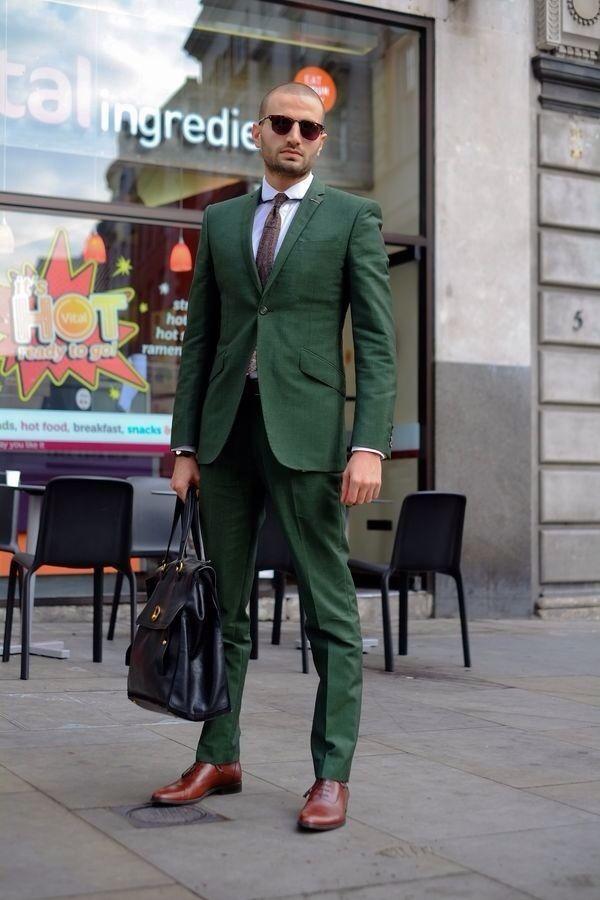 Le célèbre Comment porter un costume vert foncé avec une chemise de ville @WL_57