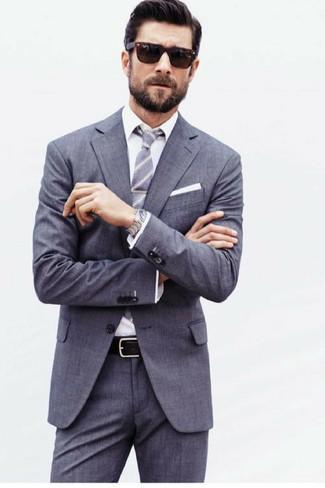 Comment porter: costume gris, chemise de ville blanche, cravate à rayures verticales grise, pochette de costume blanche
