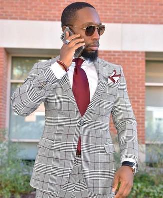 Comment porter: costume écossais gris, chemise de ville blanche, cravate rouge, pochette de costume blanc et rouge