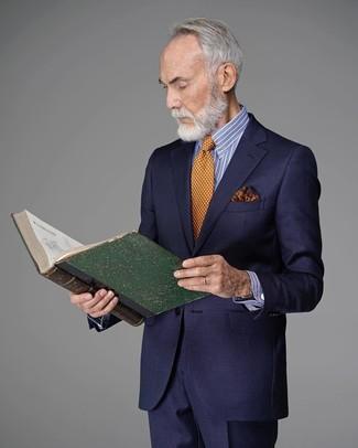 Comment porter: costume bleu marine, chemise de ville à rayures verticales blanc et bleu, cravate á pois orange, pochette de costume imprimée orange