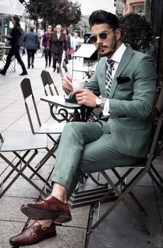 Comment porter: costume vert menthe, chemise de ville blanche, double monks en cuir marron, cravate écossaise vert menthe