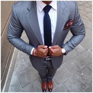 Essaie d'associer un costume à rayures verticales gris avec une chemise de ville blanche pour un look classique et élégant. Une paire de des mocassins à pampilles en cuir bruns apporte une touche de décontraction à l'ensemble.