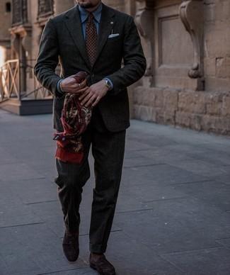 Tendances mode hommes: Choisis une chemise de ville bleue pour dégager classe et sophistication.