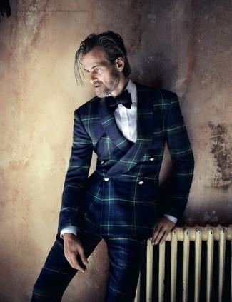 Comment porter: costume écossais bleu marine, chemise de ville blanche, nœud papillon en velours noir