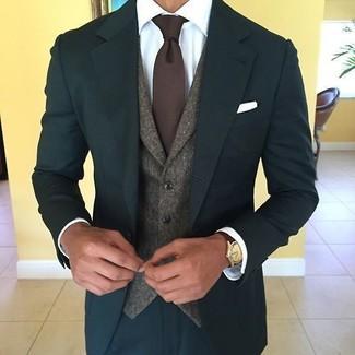 Comment porter: costume bleu canard, gilet en laine marron foncé, chemise de ville blanche, cravate en tricot marron foncé