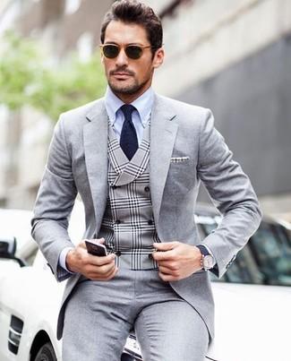 Comment porter: costume gris, gilet écossais gris, chemise de ville bleu clair, cravate bleu marine