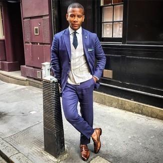 Comment s'habiller à 20 ans: Choisis un costume bleu marine et un gilet écossais beige pour un look classique et élégant. D'une humeur audacieuse? Complète ta tenue avec une paire de slippers en cuir marron.