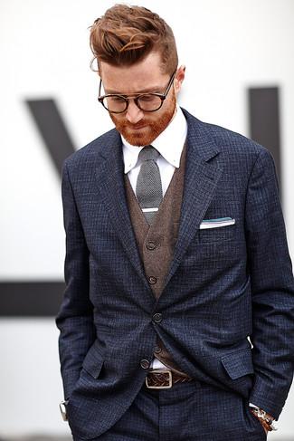 Comment porter: costume bleu marine, gilet marron, chemise de ville blanche, cravate en tricot noire et blanche