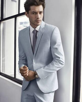 Comment porter: costume gris, chemise de ville blanche, cravate à fleurs grise, montre en cuir beige