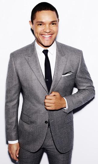 Tenue de Trevor Noah  Costume gris 06f05c55c7d