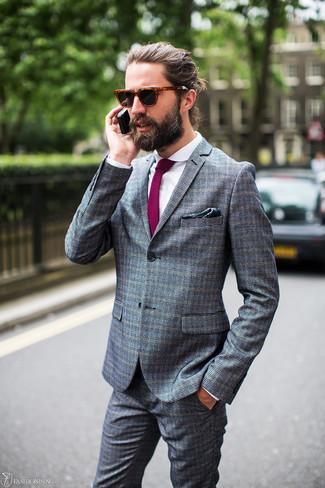 Comment porter: costume à carreaux gris, chemise de ville blanche, cravate pourpre, pochette de costume imprimée vert foncé