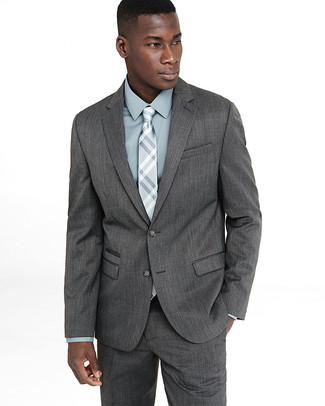 Comment porter une chemise de ville vert menthe: Pense à associer une chemise de ville vert menthe avec un costume gris pour une silhouette classique et raffinée.