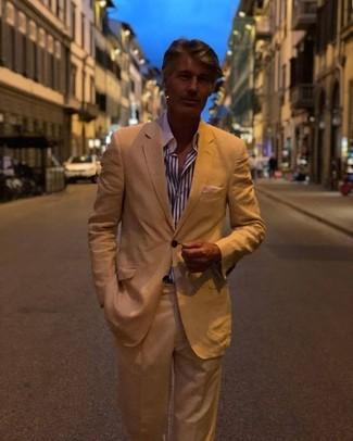 Comment porter: costume marron clair, chemise de ville à rayures verticales blanc et bleu marine