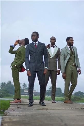 Comment porter: costume à rayures verticales noir, chemise de ville vert menthe, chaussures derby en cuir noires, cravate écossaise rouge