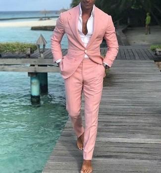 Comment porter: costume rose, chemise de ville blanche