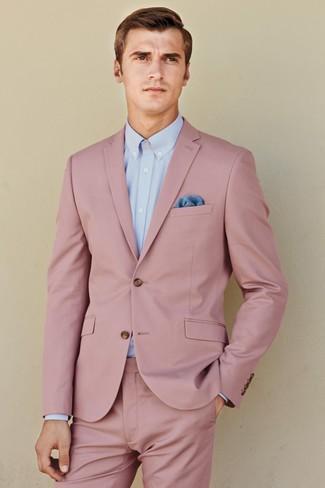 Comment porter: costume rose, chemise de ville bleu clair, pochette de costume bleue