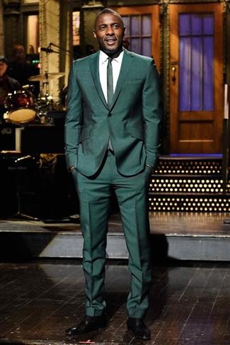 Comment porter: costume vert foncé, chemise de ville blanche, chaussures richelieu en cuir noires, cravate vert foncé