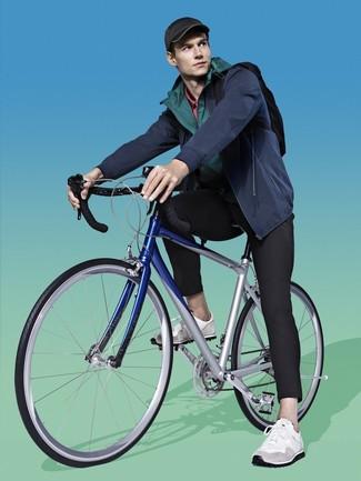Comment porter: coupe-vent vert foncé, blouson aviateur bleu marine, pantalon de jogging noir, chaussures de sport blanches