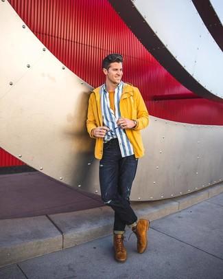 Comment porter: coupe-vent jaune, chemise à manches longues à rayures verticales blanc et bleu, t-shirt à col rond moutarde, jean déchiré bleu marine