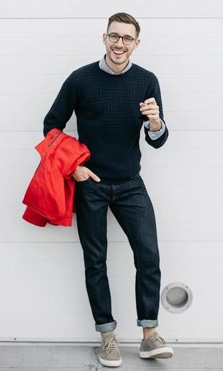 Comment porter: coupe-vent rouge, pull à col rond noir, chemise à manches longues grise, jean noir