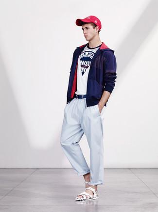 Associe un coupe-vent bleu marine hommes Napapijri avec un pantalon chino bleu clair pour obtenir un look relax mais stylé. D'une humeur créatrice? Assortis ta tenue avec une paire de des sandales en cuir blanches.