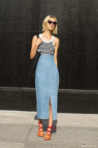Comment porter un débardeur blanc: Choisis un débardeur blanc et une jupe longue en denim bleu clair pour une tenue idéale le week-end. Cet ensemble est parfait avec une paire de des sandales plates en cuir rouges.