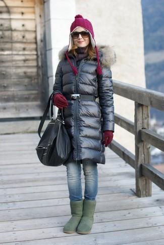 Pense à marier une doudoune longue noire avec une écharpe pour un déjeuner le dimanche entre amies. Si tu veux éviter un look trop formel, opte pour une paire de des bottes ugg vertes.