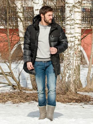 Comment porter: doudoune longue noire, sweat-shirt gris, jean bleu, bottes ugg grises