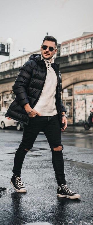 Comment porter: doudoune longue noire, pull à col boutonné beige, jean skinny déchiré noir, baskets montantes en toile noires et blanches