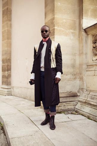 Comment porter: doudoune longue blanche et noire, pull à col rond blanc, pull à col roulé rose, jean bleu marine