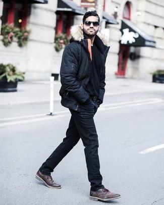 Comment porter des bottines chukka: Associe une doudoune noire avec un jean noir si tu recherches un look stylé et soigné. Termine ce look avec une paire de des bottines chukka.